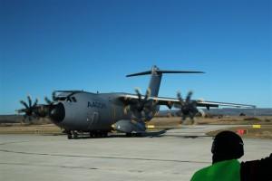 L'avion A400M venant d'atterrir sur l'aéroport de Castres-Mazamet