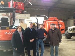 Philippe FOLLIOT avec Gisèle DEDIEI, André MAILLE et l'entrepreneur visite l'entreprise Tarroux avec