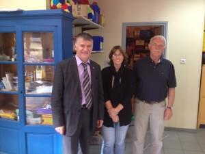 Philippe FOLLIOT en compagnie de la directrice de l'école et du maire de Murat-sur-Vèbre