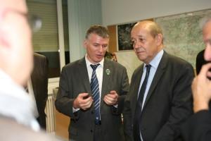 Philippe FOLLIOT au côté de Jean-Yves Le DRIAN, ministre de la défense.