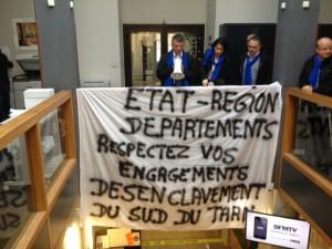 Philippe FOLLIOT et une délégation de chefs d'entreprises, de socio-professionnels et de représentants syndicats occupent la Sous-Préfecture de Castres