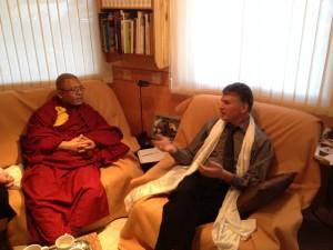 Philippe FOLLIOT s'entretient avec le Gueshé Rimpoche