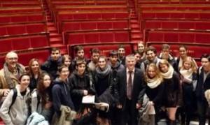 Les élèves de seconde du lycée Barral, avec Philippe FOLLIOT, dans l'hémicycle.