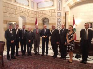 Philippe FOLLIOT et la délégation parlementaire au Liban en compagnie du Premier ministre libanais, Monsieur Tammam SALAM (au centre).