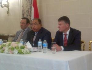 Philippe FOLLIOT au côté de de l'Ambassadeur d'Egypte en France Mohamed Moustafa KAMAL (au centre) et du docteur Amr EL SHOBAKY, membre du comité de rédaction de la nouvelle constitution égyptienne (à gauche).