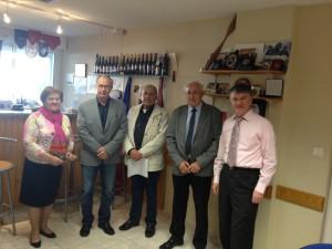 Philippe FOLLIOT et Gisèle DEDIEU en compagnie des maires de Cambounes, de Roquecourbe et d'Escroux lors des portes ouvertes de la permanence parlementaire de Castres.