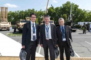 Philippe FOLLIOT, entouré d'Emmanuel DUPUY (à droite) et Matey KARASSINEONOV (à gauche), les deux coprésidents du Club Udi-Défense.