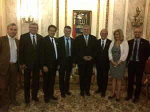 Philippe FOLLIOT au côté du Premier Ministre égyptien, Ibrahim MEHLEB ( à sa droite) et entouré de la délégation parlementaire