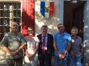 Les conseillers municipaux de Saint-Jean-de-Vals entourent Philippe FOLLIOT