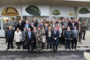Philippe FOLLIOT, à gauche du Chef de Corps, entouré d'élus du département
