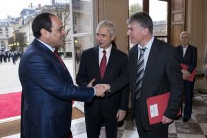 Philippe FOLLIOT saluant le Président égyptien en présence de Claude BARTOLONE