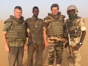Philippe FOLLIOT et Philippe BONNECARRERE aux côtés de soldats français