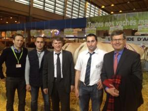 Philippe FOLLIOT aux côtés de Cédric CARCENAC, Président des JA 81, de Nicolas DAYDE de la GAEC des Nauzes, de Damien CRANSAC de la GAEC CRANSAC et de Philippe BONNECARRERE, Sénateur