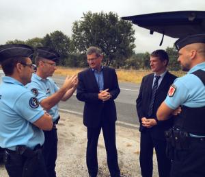 Philippe FOLLIOT aux côtés de Philippe BONNECARRERE et des gendarmes