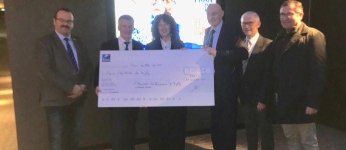 L'Amicale Parlementaire de Rugby remet un chèque à la Ligue Occitanie de Rugby