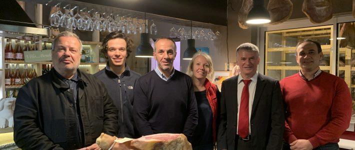 Philippe Folliot en visite à Moulin-Mage pour promouvoir la charcuterie de Lacaune