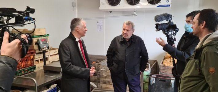 Le sénateur Philippe Folliot valorise le Tarn et ses producteurs locaux pour l'émission «Manger c'est voter» avec Périco Legasse